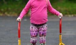 Premiers pas pour une petite fille de 4 ans grâce à des gagnants de l'Euromillions