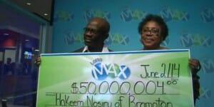 Quelques mois plus tard, ils retrouvent leur billet gagnant de loto (50 millions) !