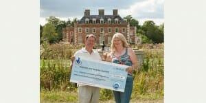 Euromillions : un beau chèque pour ce taximan de Dorset