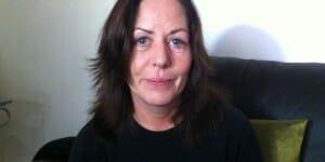 Une gagnante de l'Euromillions devenue une héroïne locale en Irlande du Nord