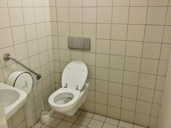 toilettes... à réparer ?