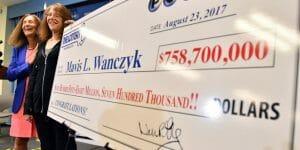 Faites connaissance avec la gagnante du méga jackpot de 759 millions du PowerBall